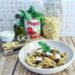 Caserecce con melanzane, pomodorini Pomì Italia, mozzarella affumicata e basilico fresco