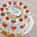 Torta Kinder Bueno, fragoline e panna