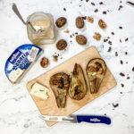 Pere al forno con Bavaria blu, noci e cioccolato